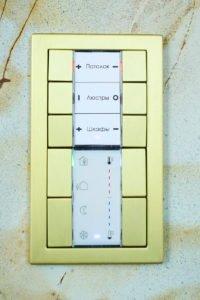 Настенный многокнопочный выключатель