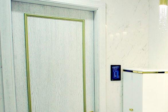 Управление с сенсорных панелей